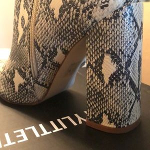 PrettyLittleThing Shoes - Pretty Little Thing Snakeskin Booties